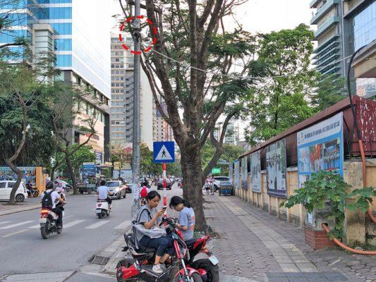 Camera trước cổng một trường ở quận Thanh Xuân, Hà Nội - Ảnh: LÂM HOÀI