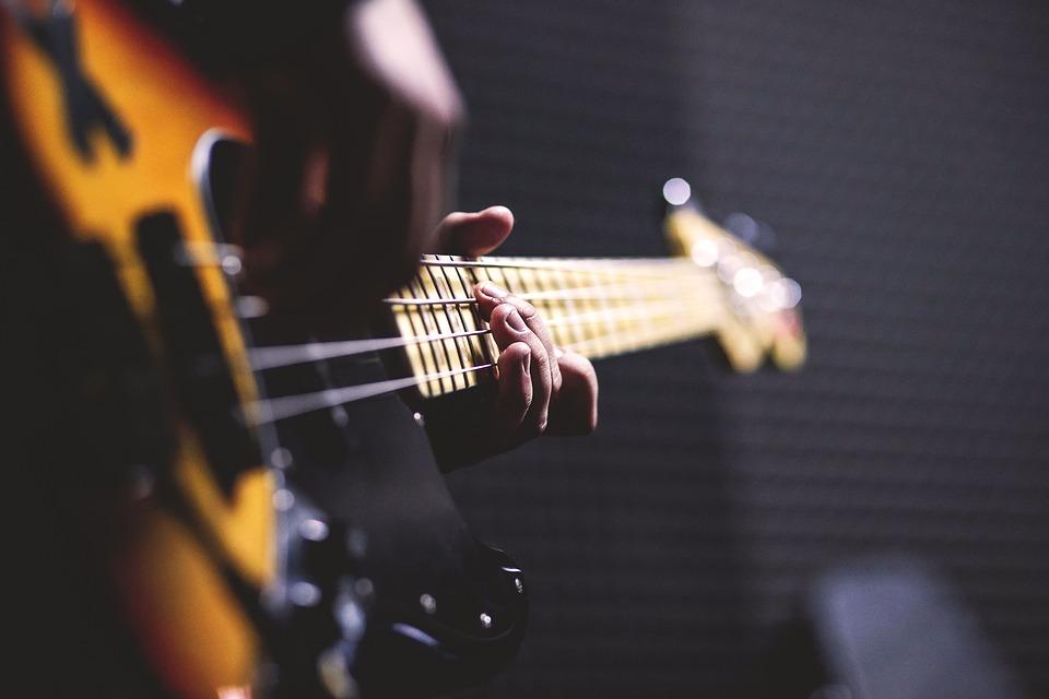 cho thuê đàn guitar tại hội an 1