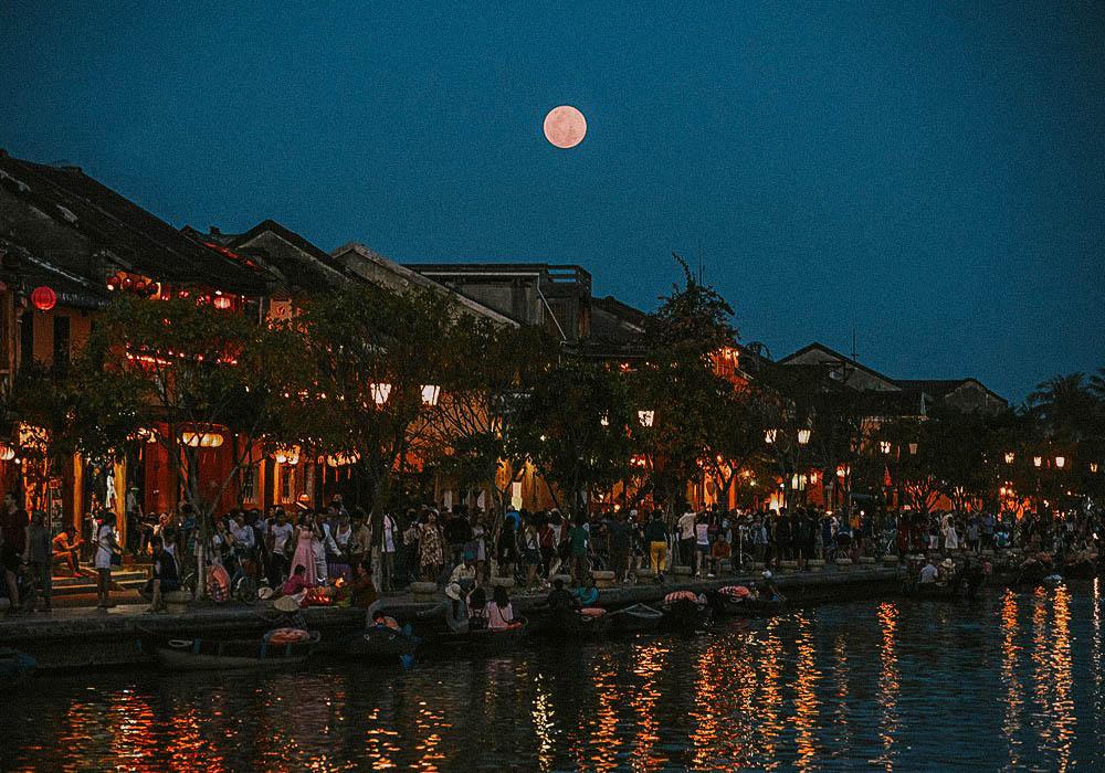 Hoi An full moon night 14 lunar month