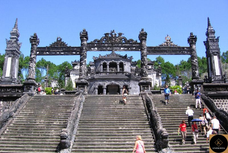 Hue mausoleums